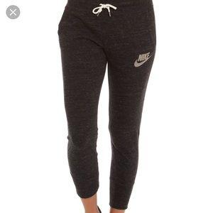 Nike gym vintage Capri pants large dark gray